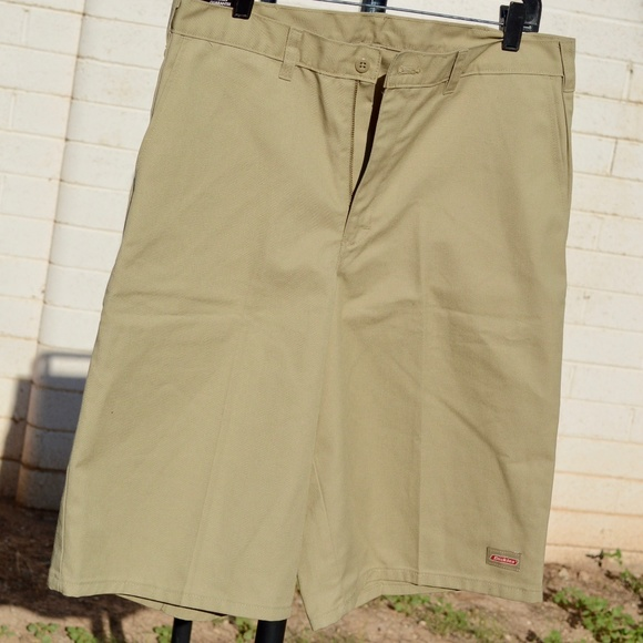 Clearance sale top-rated authentic wholesale outlet Dickies Khaki Shorts with Cell Phone Pocket NWT
